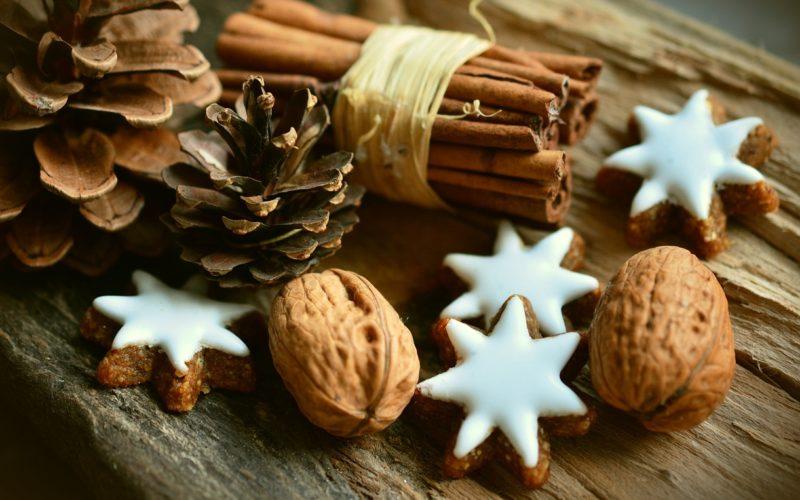 Wigilia alergika. Cynamon, orzechy i szyszki, symbole Bożego Narodzenia
