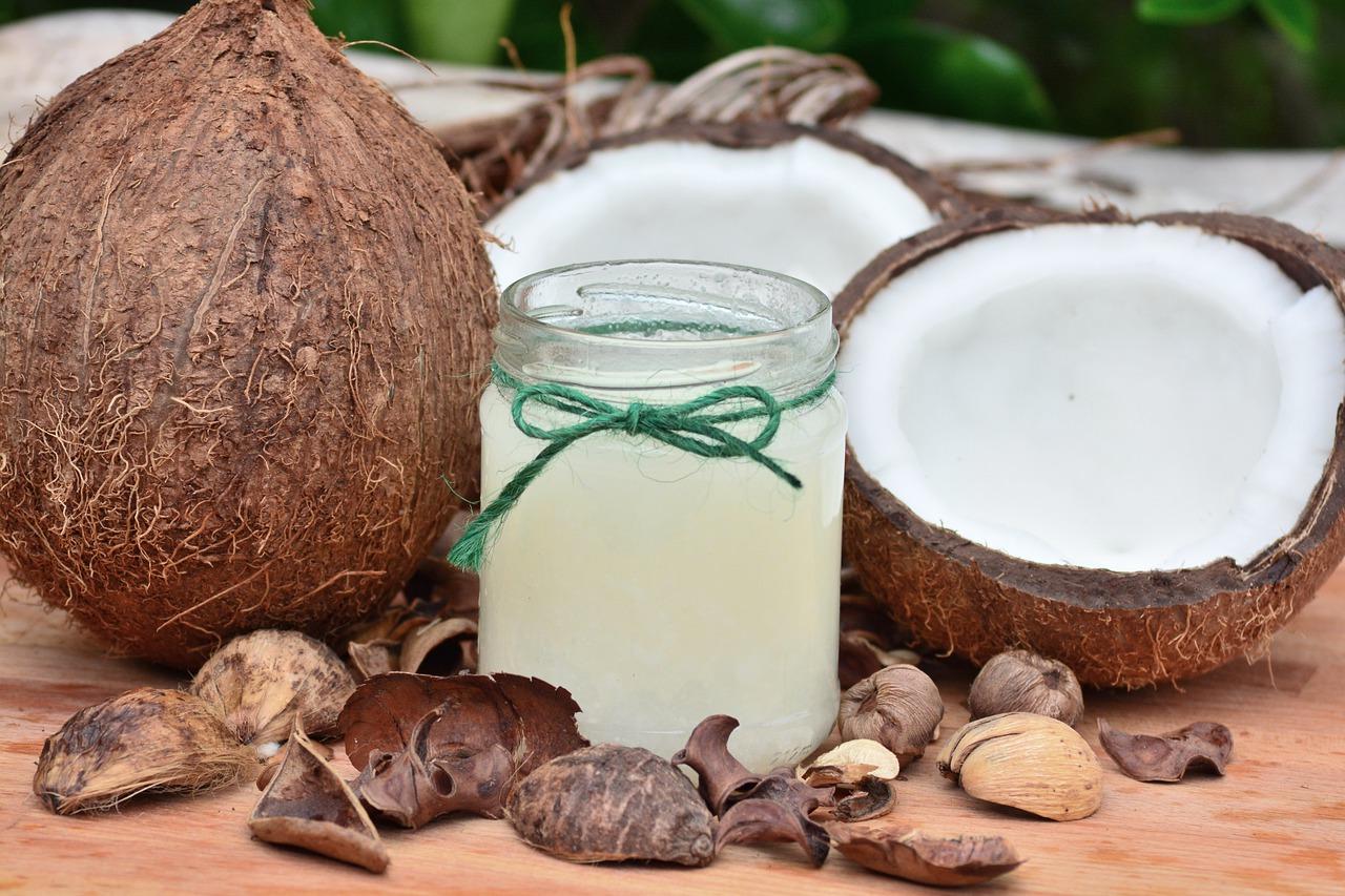 Olej kokosowy w słoiku