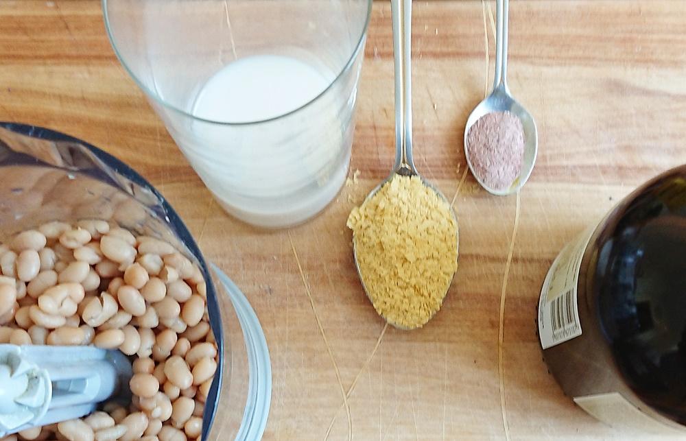 Pasta bezjajeczna z białej fasoli, składniki.