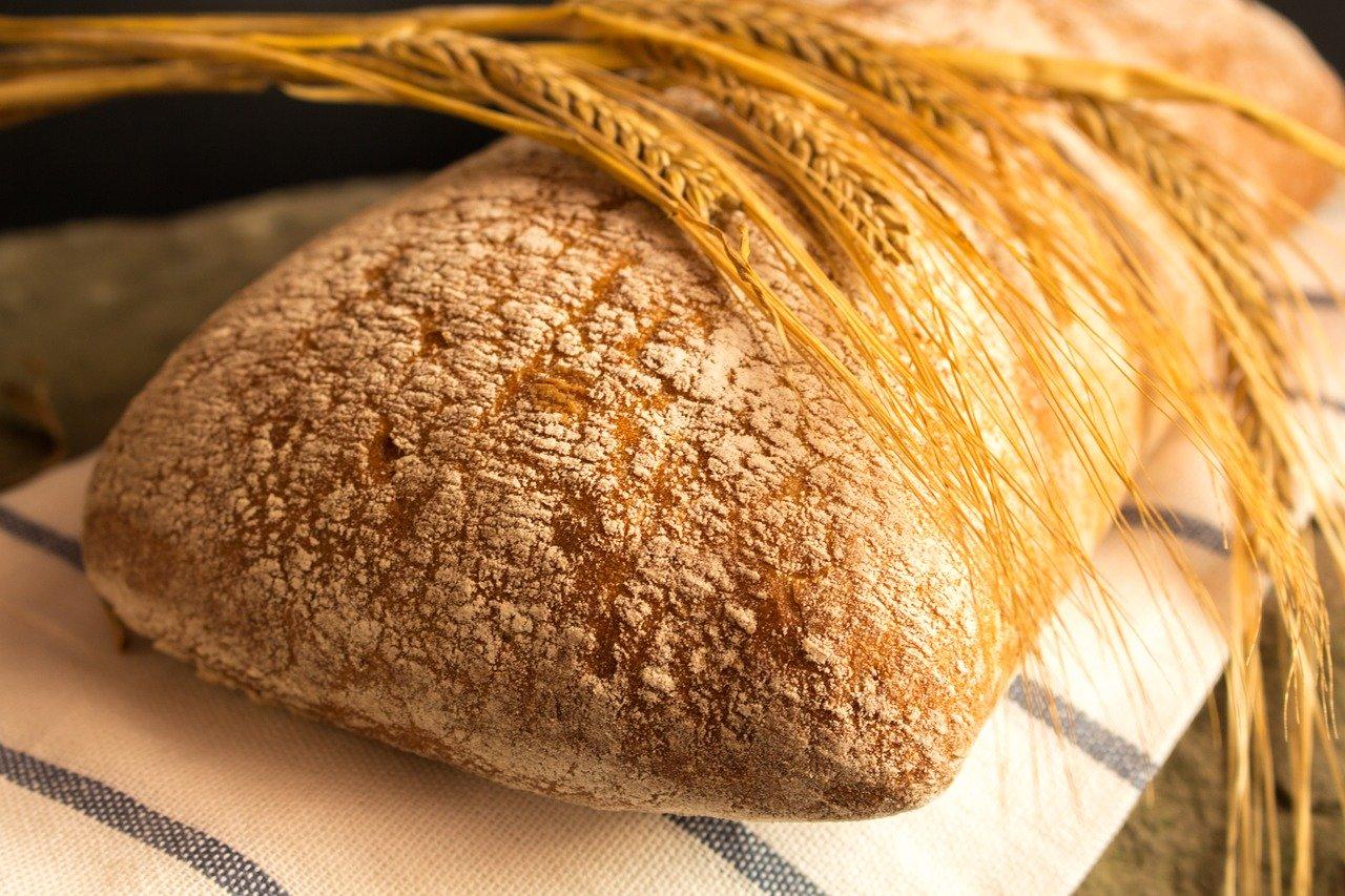 Chleb. Produkt z glutenem i bezglutenowy